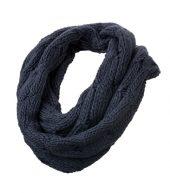 gestrickter Loop-Schal mit Zopfmuster